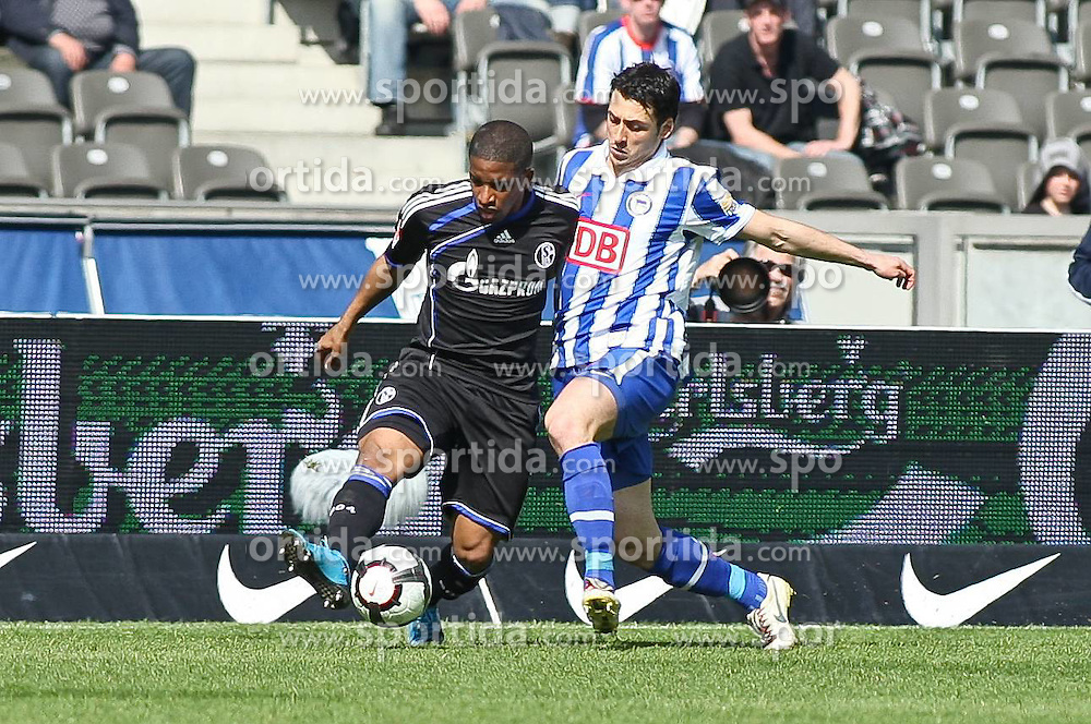 24.04.2010, Olympiastadion Berlin, GER, 1.FBL, Hertha BSC Berlin vs FC Schalke 04 im Bild Gojko Kacar (Hertha BSC Berlin #44) und Jefferson Farfán (Schalke 04 #17)    EXPA Pictures © 2010, PhotoCredit: EXPA/ nph/  Hammes / SPORTIDA PHOTO AGENCY