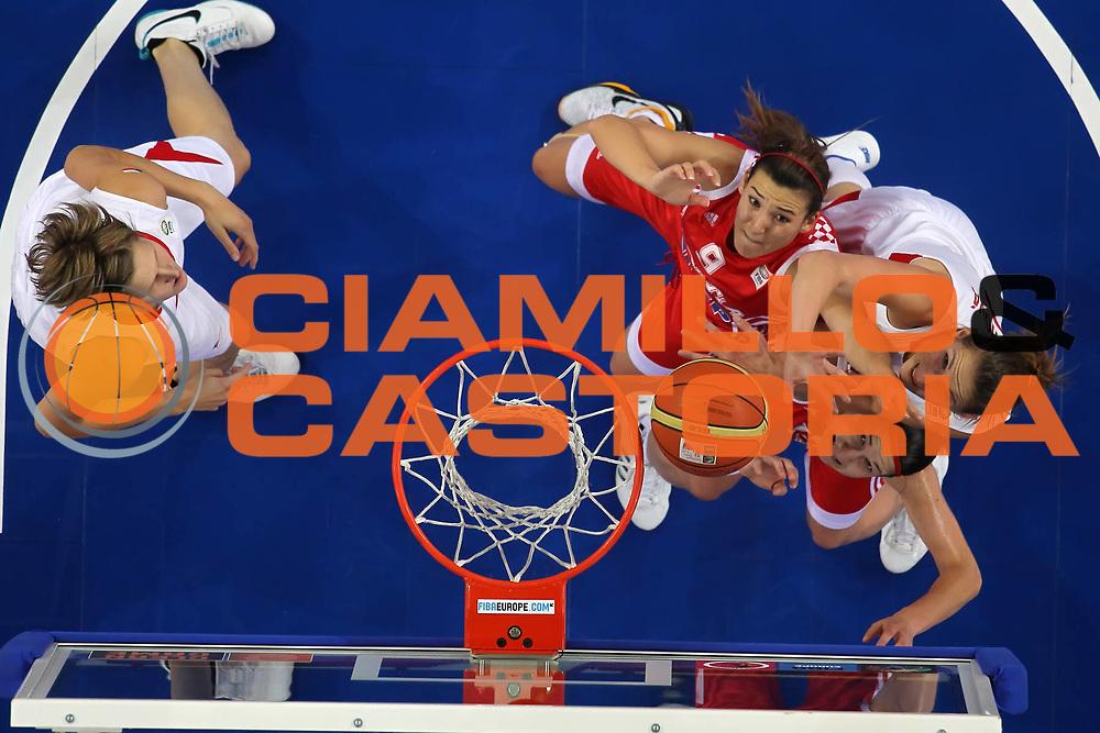 DESCRIZIONE : Lodz Poland Polonia Eurobasket Women 2011 Quarter Final Round Repubblica Ceca Croazia Czech Republic Croatia<br /> GIOCATORE : Katerina Bartonova Mirna Mazic<br /> SQUADRA : Croatia Croazia Czech Republic Repubblica Ceca<br /> EVENTO : Eurobasket Women 2011 Campionati Europei Donne 2011<br /> GARA : Repubblica Ceca Croazia Czech Republic Croatia<br /> DATA : 29/06/2011<br /> CATEGORIA : <br /> SPORT : Pallacanestro <br /> AUTORE : Agenzia Ciamillo-Castoria/E.Castoria<br /> Galleria : Eurobasket Women 2011<br /> Fotonotizia : Lodz Poland Polonia Eurobasket Women 2011 Quarter Final Round Repubblica Ceca Croazia Czech Republic Croatia<br /> Predefinita :