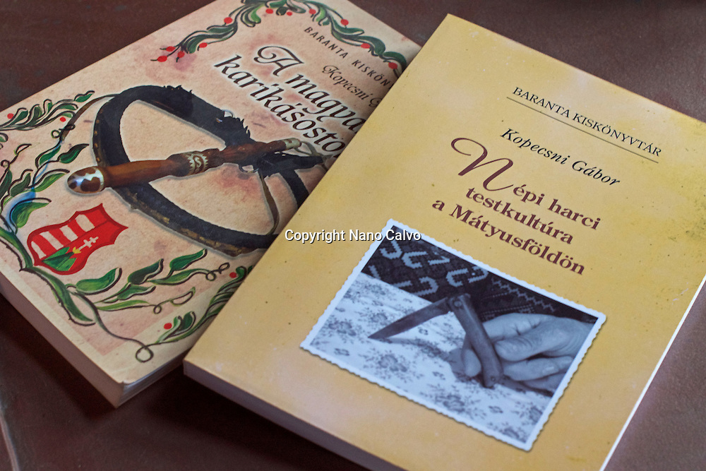 Baranta Kisk&ouml;nyvt&aacute;r (Baranta Small Library), series of books by G&aacute;bor Kopecsni, founder and president of the Baranta Association in Upper Hungary.<br /> <br /> Baranta is the martial art developed in Hungary between the ninth century and today, including wrestling and use of various weapons.