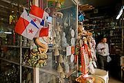 Banderas de Panama en una  tienda del barrio chino de la ciudad de Panamá. .Foto: Ramon Lepage / Istmophoto.