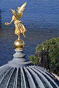 Goldener Engel auf Kuppel der Kunstakademie,  Elbe, Dresden, Sachsen, Deutschland.|.Dresden, Germany, old town, view from church of Our Lady on golden angel on academy of arts