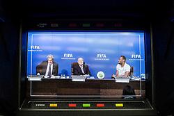 28.08.2013, FIFA Hauptsitz Zuerich, SUI, FIFA Pressekonferenz, im Bild Usain Bolt zu Besuch bei der FIFA; FIFA Kommunikationsdirektor Walter De Gregorio, FIFA Praesident Josef S. Blatter und Usain Bolt (JAM) waehrend der Pressekonferenz // during a pressconference at the FIFA Hauptsitz Zuerich, Switzerland on 2013/08/28. EXPA Pictures © 2013, PhotoCredit: EXPA/ Freshfocus/ Valeriano Di Domenico<br /> <br /> ***** ATTENTION - for AUT, SLO, CRO, SRB, BIH only *****