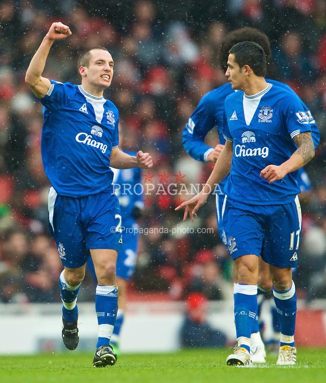 LONDON, ENGLAND - Saturday, January 9, 2010: Everton's Leon Osman celebrates scoring the opening goal against Arsenal during the Premiership match at the Emirates Stadium. (Photo by David Rawcliffe/Propaganda)
