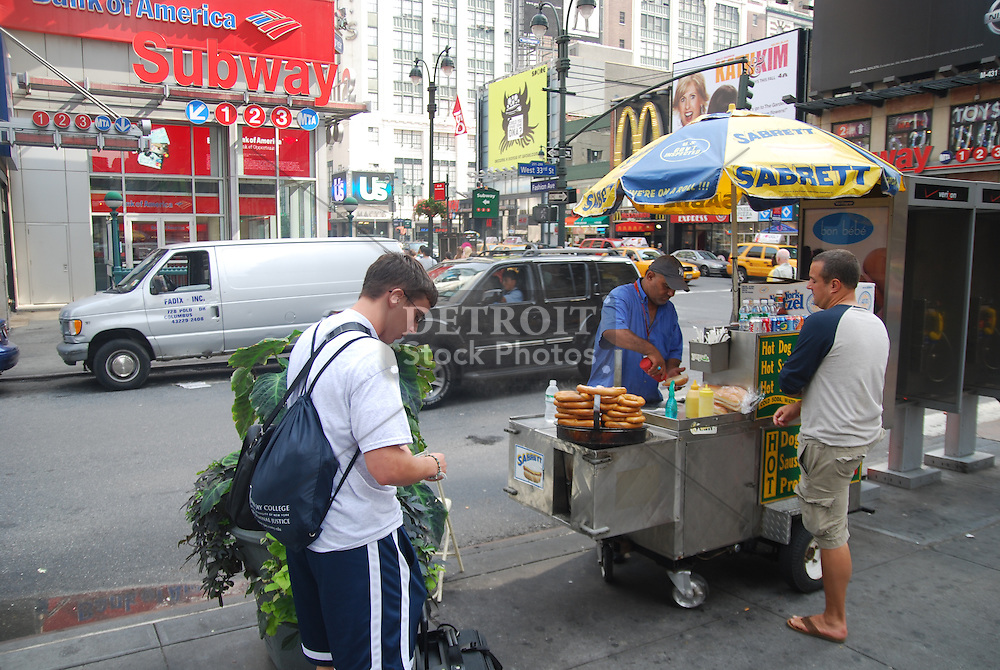 Street views and scenics of downtown Manhattan.