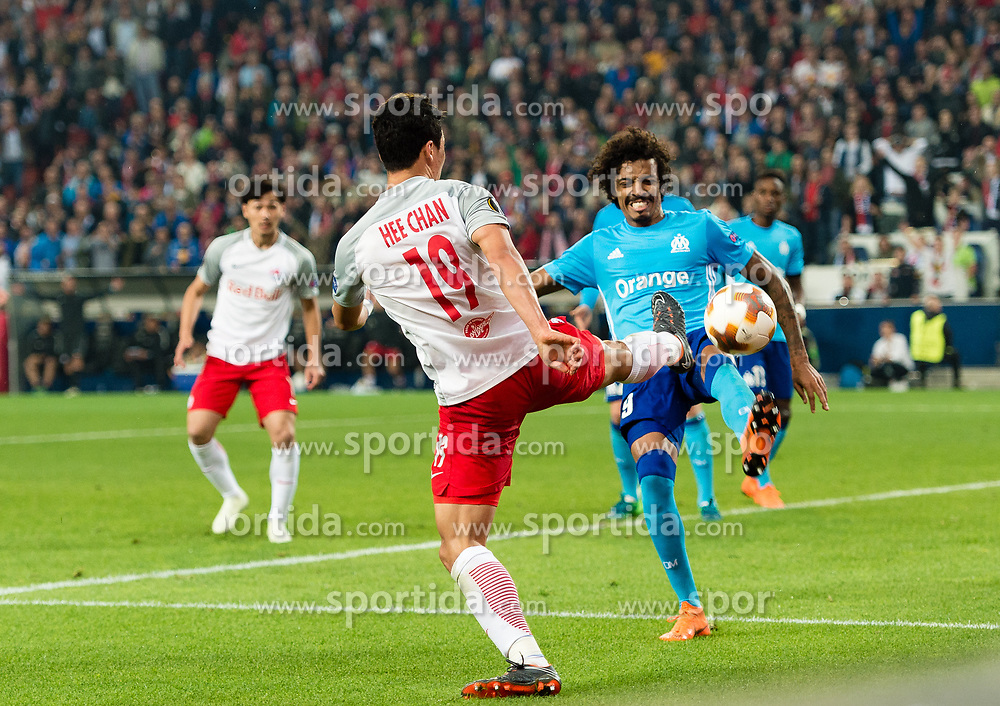 03.05.2018, Red Bull Arena, Salzburg, AUT, UEFA EL, FC Salzburg vs Olympique Marseille, Halbfinale, Rueckspiel, im Bild v.l. Hee Chan Hwang (FC Salzburg), Luiz Gustavo (Olympique Marseille) // during the UEFA Europa League Semifinal, 2nd Leg Match between FC Salzburg and Olympique Marseille at the Red Bull Arena in Salzburg, Austria on 2018/05/03. EXPA Pictures © 2018, PhotoCredit: EXPA/ Stefan Adelsberger