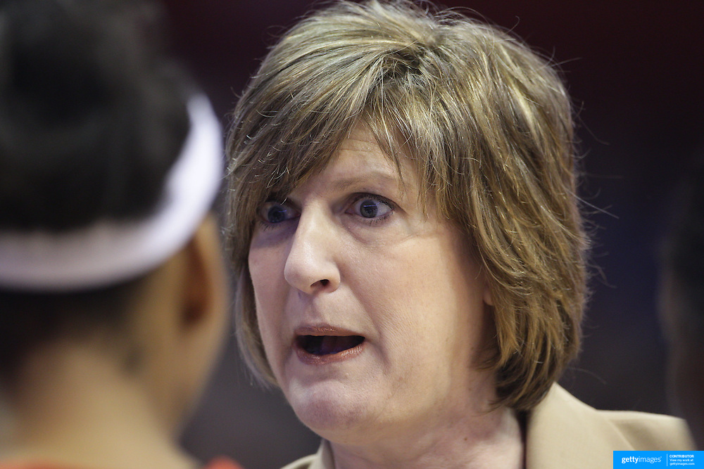 Anne Donovan, Head Coach of the Connecticut Sun, speaking to her players on the side line during the Connecticut Sun V Washington Mystics WNBA regular season game at Mohegan Sun Arena, Uncasville, Connecticut, USA. 7th June 2013. Photo Tim Clayton
