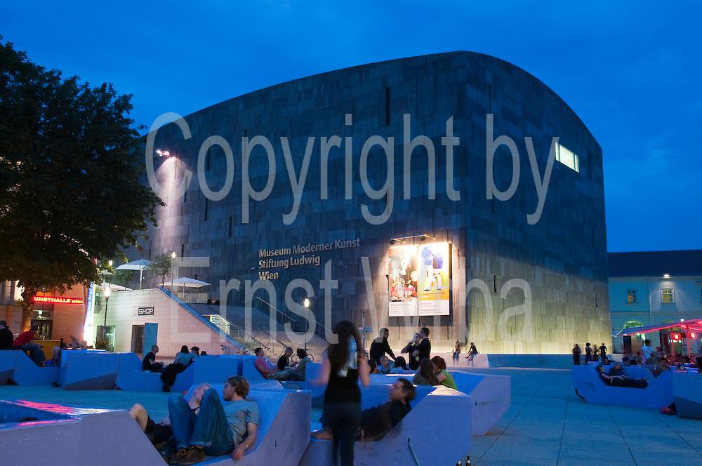 MUMOK Museum moderner Kunst Stiftung Ludwig, Museumsquartier, Wien, Österreich ..|.MUMOK Museum Ludwig, Museumsquartier, Vienna, Austria..