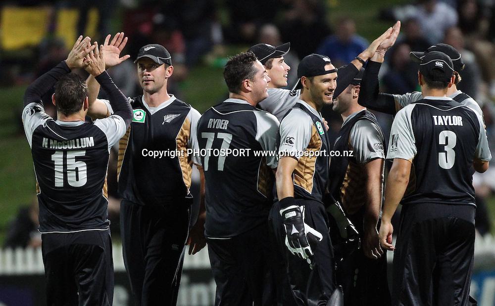 New Zealand players celebrate victory. New Zealand Black Caps v Pakistan, Match 2. Twenty 20 Cricket match at Seddon Park, Hamilton, New Zealand. Tuesday 28 December 2010. Photo: Andrew Cornaga/photosport.co.nz