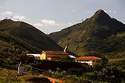 Conceicao do Castelo_ES, Brasil...Vista de Monforte Frio ao lado de trecho da rota Imperial. ..The view of Monforte Frio next to Imperial route...Foto: LEO DRUMOND / NITRO