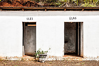 Banheiros ao lado da Igreja Matriz. Bom Jesus do Oeste, Santa Catarina, Brasil. / <br /> Bathrooms next to the Mother Church.  Bom Jesus do Oeste, Santa Catarina, Brazil.