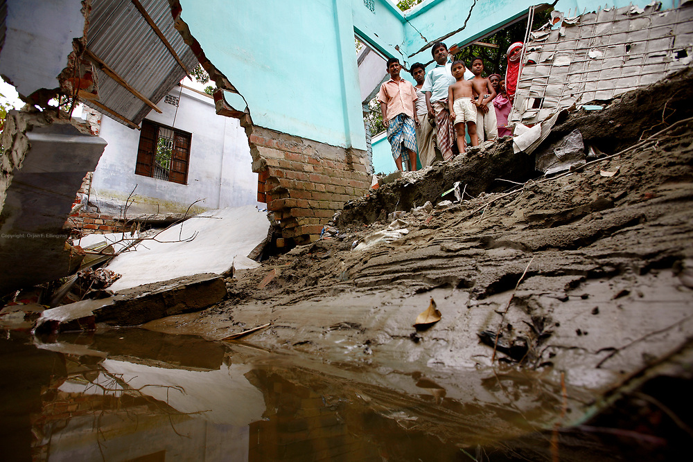 Sirajganj, Rajshahi, BGD, September 1st 2007: Abdul Hannan and his family in the ruins of their house. The house was destroyed by the flooding in August.<br /> Bangladesh is prone to a double whammy of flooding and drought caused by the melting glaciers of Himalaya.