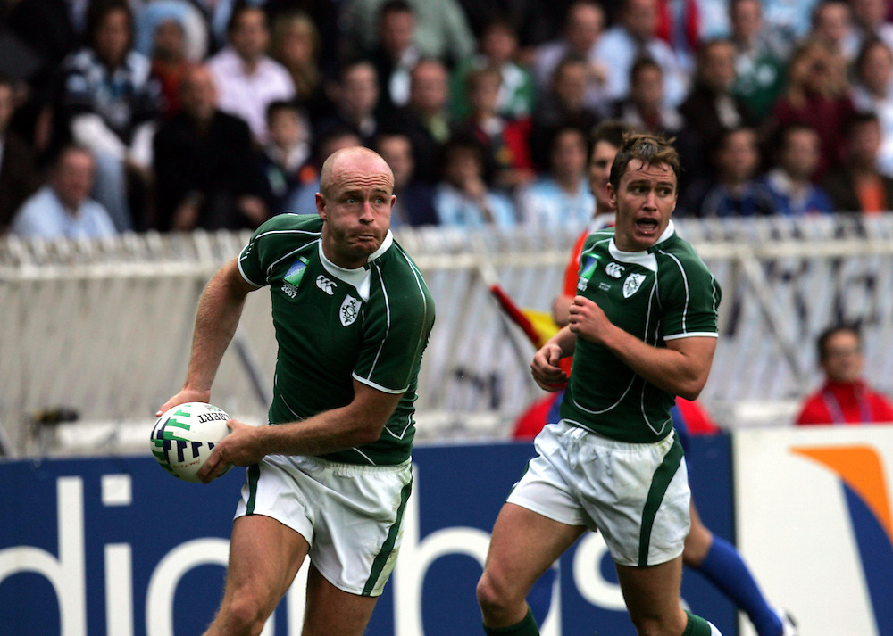 Dennis Hickie releases the ball. Ireland v Argentina, Parc Des Princes, Paris, France, 30th September 2007. Rugby World Cup 2007. ..