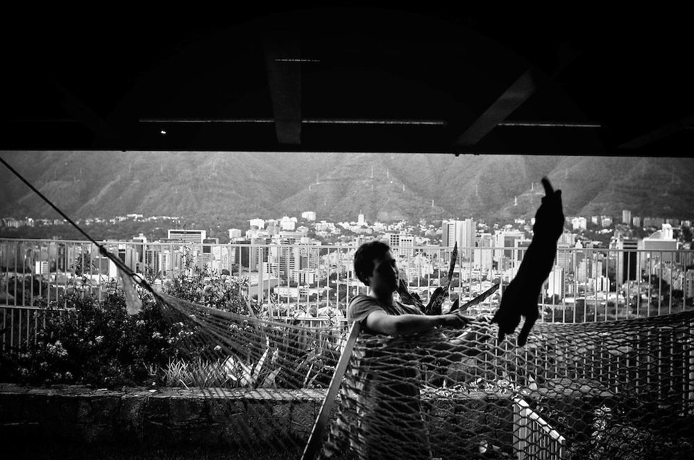 URBE SIGILOSA.Photography by Aaron Sosa.Caracas - Venezuela 2009.(Copyright © Aaron Sosa)