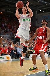 14.06.2015, Brose Arena, Bamberg, GER, Beko Basketball BL, Brose Baskets Bamberg vs FC Bayern Muenchen, Playoffs, Finale, 3. Spiel, im Bild Paul Zipser (FC Bayern Muenchen) beim Korbwurf. Rechts: Ryan Thompson (Brose Baskets Bamberg) // during the Beko Basketball Bundes league Playoffs, final round, 3rd match between Brose Baskets Bamberg and FC Bayern Muenchen at the Brose Arena in Bamberg, Germany on 2015/06/14. EXPA Pictures © 2015, PhotoCredit: EXPA/ Eibner-Pressefoto/ Merz<br /> <br /> *****ATTENTION - OUT of GER*****