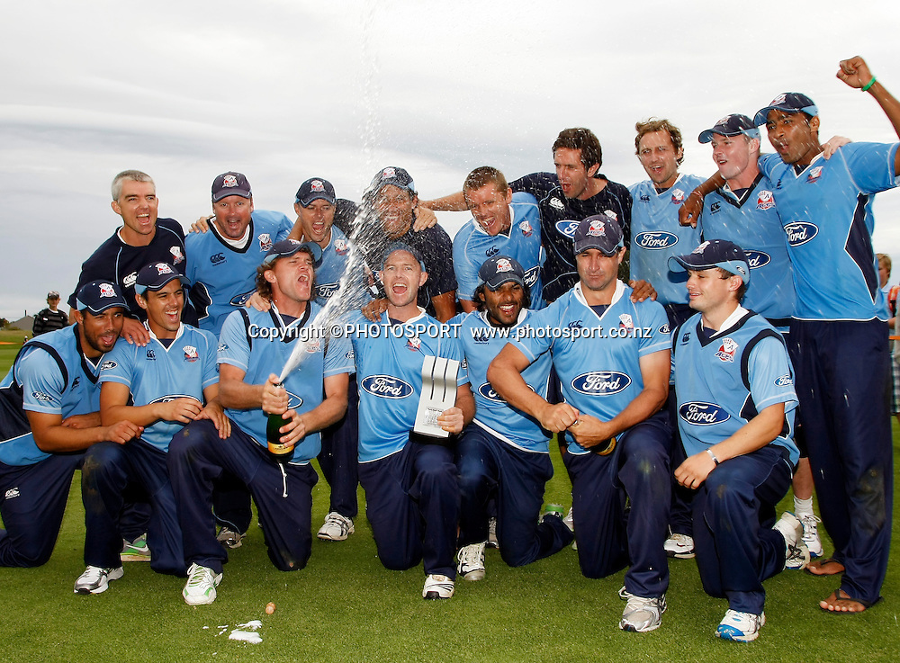 Auckland Aces team celebrate winning the final. Canterbury Wizards v Auckland Aces in the One Day Competition Final. QEII Park, Christchurch, New Zealand. Sunday, 13 February 2011. Joseph Johnson / PHOTOSPORT.