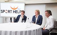 LOOSDRECHT - Lancering Sport Helpt, een initiatief van hockeyers Rogier Hofman en Tim Jenniskens. rechts Marc Benninga. FOTO KOEN SUYK