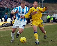 Photo: Daniel Hambury.<br />Brighton & Hove Albion v Leicester City. Coca Cola Championship. 11/02/2006.<br />Brighton's Adam El-Abd (L) and Leicester's Ryan Smith battle.