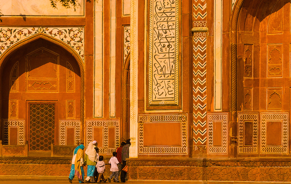 Darwaza, gateway to the Taj Mahal, Agra, Uttar Pradesh, India