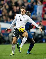 Fotball , 6. februar 2013 . privatkamp , v.l. Mario Gomez (Deutschland), Bacary Sagna<br /> <br /> Frankrike - Tyskland<br /> <br /> Norway only