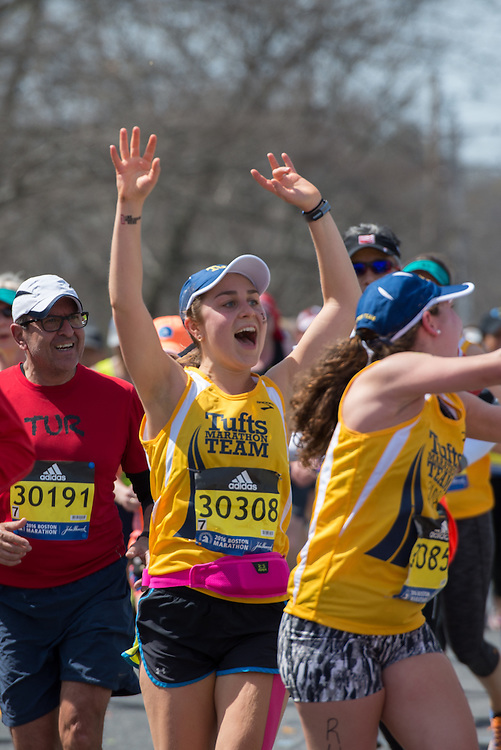 4/18/16 – Natick, MA – Tufts Marathon Team runners Elissa Ladwig (LA'16) and Shoshana Weiner (LA'16) are cheered on by friends and family at Mile 9 of the 2016 Boston Marathon in Natick, MA on April. 18, 2016. (Sofie Hecht / The Tufts Daily)
