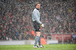 LONDON, ENGLAND - Saturday, January 9, 2010: Arsenal's goalkeeper Manuel Almunia peers through the blizzard of snow during the Premiership match against Everton at the Emirates Stadium. (Photo by David Rawcliffe/Propaganda)