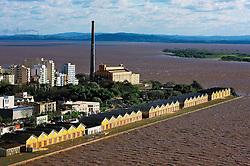 Vista aérea do cais do porto com a Usina do Gasômetro ao fundo, em Porto Alegre. FOTO : Jefferson Bernardes/Preview.com