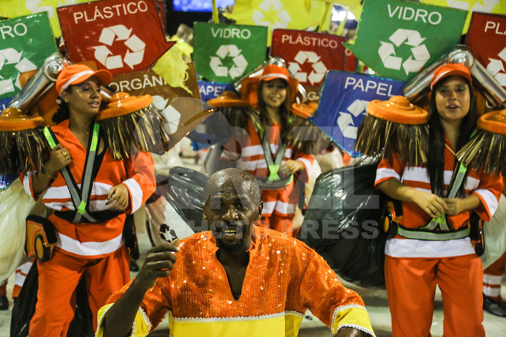 RIO DE JANEIRO, RJ, 12 DE FEVEREIRO 2013 - CARNAVAL RJ -  GRANDE RIO   - Renato Sorriso integrantes da escola de Samba Grande Rio durante segundo dia de desfiles do Grupo Especial do Carnaval do Rio de Janeiro na Marques de Sapucaí madrugada desta terça-feira, 12. (FOTO: WILLIAM VOLCOV / BRAZIL PHOTO PRESS).