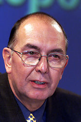 David Churchill for the Human BSE Foundation, during the BSE Inquiry, family press conference, August 26, 2000. Photo by Andrew Parsons/i-Images..