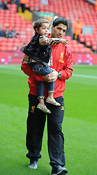 17.08.2013, Anfield, Liverpool, ENG, Premier League, FC Liverpool vs Stoke City, 1. Runde, im Bild Liverpool's Luis Suarez with his daughter Delfina before the Premiership match against Stoke City at Anfield during the English Premier League 1st round match between Liverpool FC and Stoke City FC at Anfield, Liverpool, Great Britain on 2013/08/17. EXPA Pictures © 2013, PhotoCredit: EXPA/ Propagandaphoto/ David Rawcliffe<br /> <br /> ***** ATTENTION - OUT OF ENG, GBR, UK *****