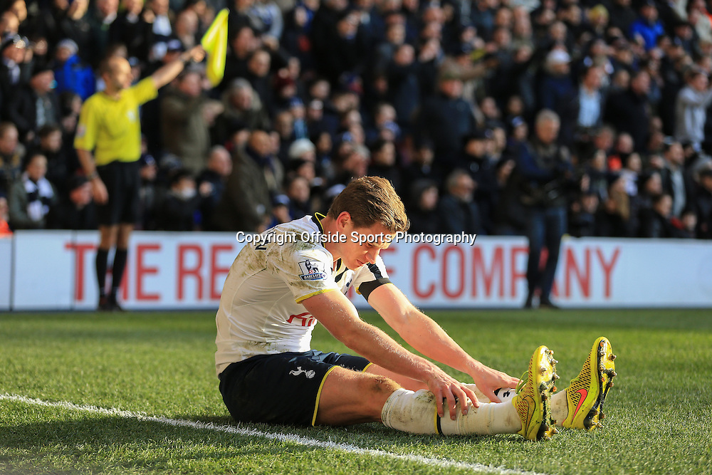28 December 2014 - Barclays Premier League - Tottenham Hotspur v Manchester United - Jan Vertonghen of Tottenham Hotspur sits on the pitch after bing pushed off of the ball - Photo: Marc Atkins / Offside.