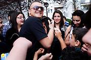 Darmstadt - Eberstadt | 20. April 2010..Coming home: Menowin Froehlich (2. Platz 7. Staffel Deutschland sucht den Superstar DSDS) zu Besuch in Darmstadt-Eberstadt, hier: Menowin ist von einer grossen Gruppe von Kindern und Jugendlichen umringt, er tr?stet eine Jugendliche, die vor Aufregung und R?hrung angefangen hat zu weinen...©peter-juelich.com