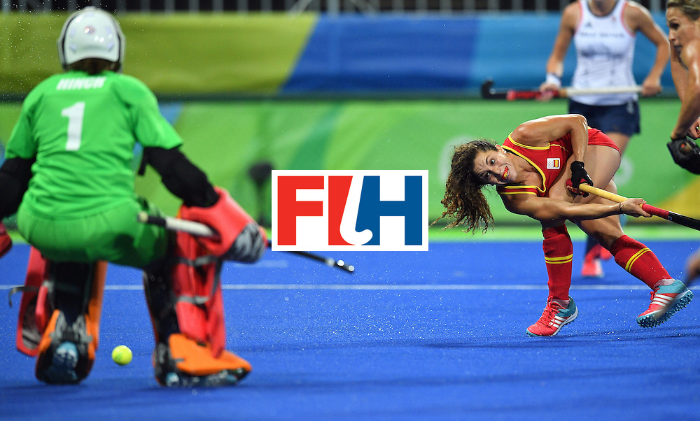 Spain's Gigi Oliva (R) scores a goal during the women's quarterfinal field hockey Britain vs Spain match of the Rio 2016 Olympics Games at the Olympic Hockey Centre in Rio de Janeiro on August 15, 2016. / AFP / Carl DE SOUZA        (Photo credit should read CARL DE SOUZA/AFP/Getty Images)