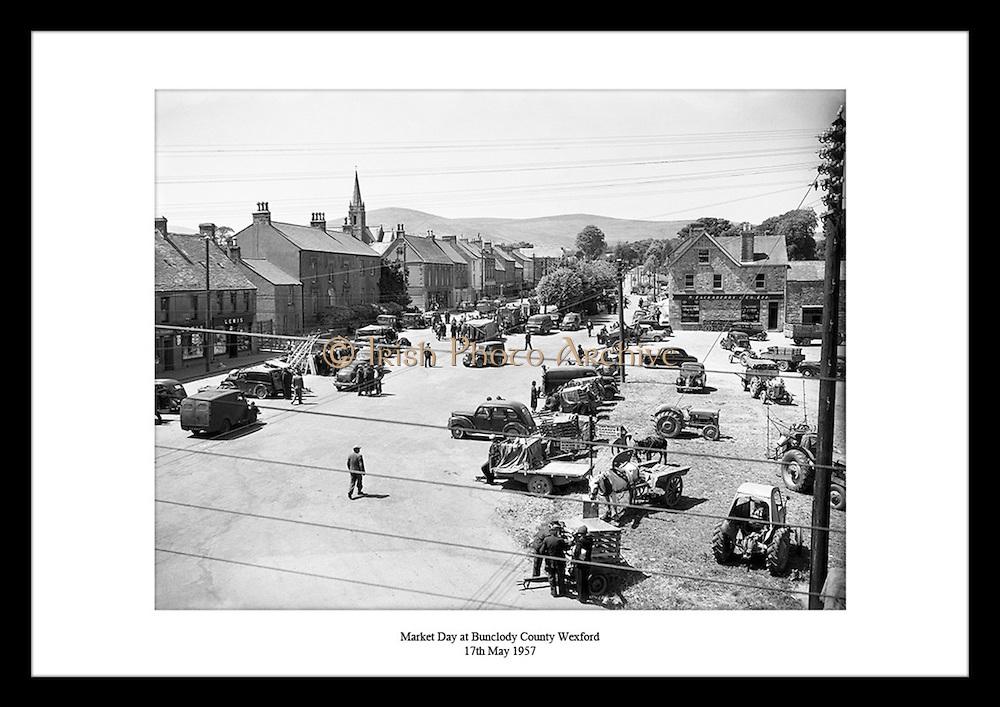 En vanlig dag på markedet i Bunclody. Irsk liv på 1950 tallet. Her ser man hvordan livet var i Irland i.1959. Kvalitetsgaver til hele familien.