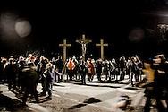 L'AQUILA. LE TRE CROCI INSTALLATE NEL PIAZZALE ANTISTANTE LA CHIESA DI SAN BERNARDINO A L'AQUILA