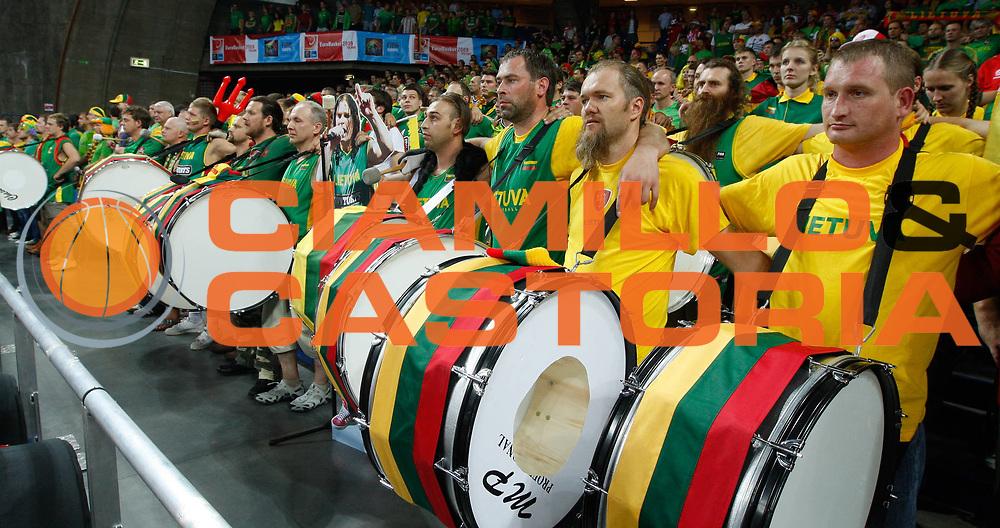 DESCRIZIONE : Wroclaw Poland Polonia Eurobasket Men 2009 Preliminary Round Lituania Bulgaria Lithuania Bulgaria <br /> GIOCATORE : Fans<br /> SQUADRA : Lituania Lithuania<br /> EVENTO : Eurobasket Men 2009<br /> GARA : Lituania Lithuania BulgariaBulgaria<br /> DATA : 09/09/2009 <br /> CATEGORIA : Delusione<br /> SPORT : Pallacanestro <br /> AUTORE : Agenzia Ciamillo-Castoria/M.Kulbis<br /> Galleria : Eurobasket Men 2009 <br /> Fotonotizia : Wroclaw Poland Polonia Eurobasket Men 2009 Preliminary Round Lituania Bulgaria Lithuania Bulgaria<br /> Predefinita :