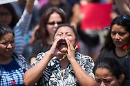 Una mujer grita consignas por la muerte de su prima Mayra Montenegro durante  la concentración para denunciar los asesinatos de mujeres en San Salvador, El Salvador. Mas de un centenar protestaron en el monumento a la constitución solo en la ultima ocho días mas 10 mujeres fueron asesinadas entre ellas profesionales. Photo: Edgar ROMERO/Imagenes Libres.