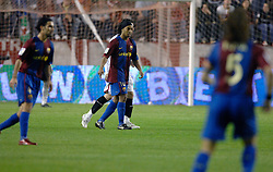 03-03-2007 VOETBAL: SEVILLA FC - BARCELONA: SEVILLA  <br /> Sevilla wint de topper met Barcelona met 2-1 / Ronaldinho - boarding unibet.com<br /> &copy;2006-WWW.FOTOHOOGENDOORN.NL
