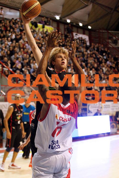 DESCRIZIONE : Pistoia Lega A2 2009-10 Carmatic Pistoia Riviera Solare Rimini<br /> GIOCATORE : Eliantonio Giacomo<br /> SQUADRA : Riviera Solare Rimini<br /> EVENTO : Campionato Lega A2 2009-2010<br /> GARA : Carmatic Pistoia Riviera Solare Rimini<br /> DATA : 03/01/2010<br /> CATEGORIA : Tiro<br /> SPORT : Pallacanestro<br /> AUTORE : Agenzia Ciamillo-Castoria/Stefano D'Errico<br /> Galleria : Lega Basket A2 2009-2010 <br /> Fotonotizia : Pistoia Lega A2 2009-2010 Carmatic Pistoia Riviera Solare Rimini<br /> Predefinita :