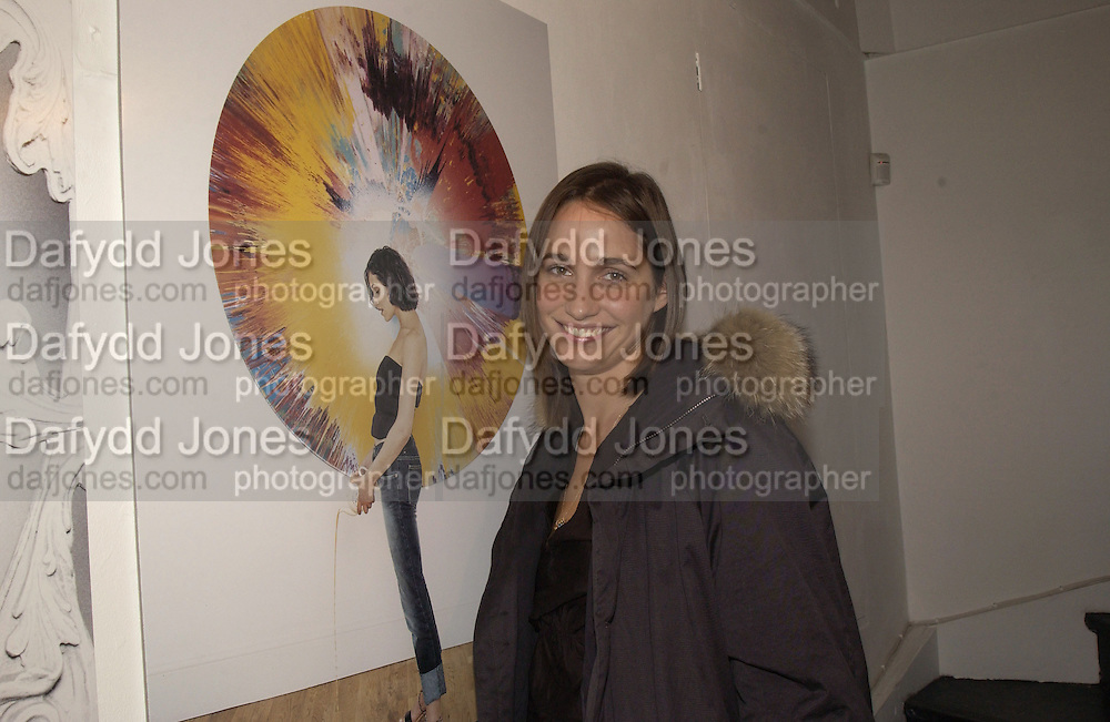 Rosemary  Ferguson. My cup of tea, Proud Gallery. 23 October 2002. © Copyright Photograph by Dafydd Jones 66 Stockwell Park Rd. London SW9 0DA Tel 020 7733 0108 www.dafjones.com