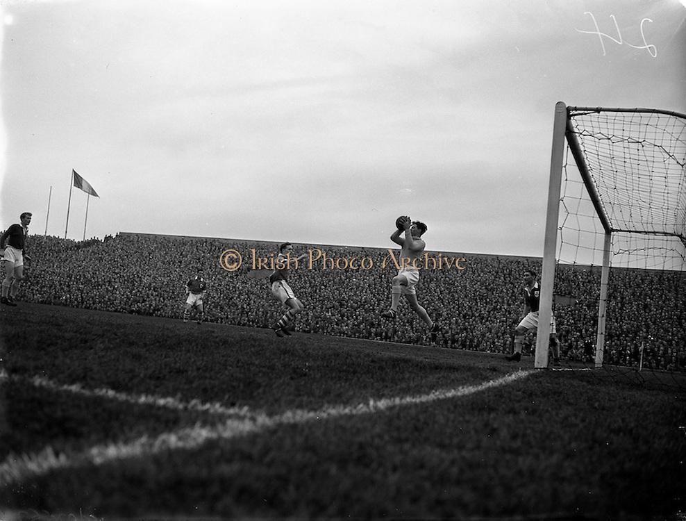 18/03/1957<br /> 03/18/1957<br /> 18 March 1957<br /> Soccer: League of Ireland v Irish League at Dalymount Park, Dublin.