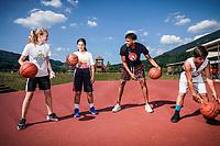 Thabo Patrick Sefolosha est un joueur de basket-ball suisse né le 2 mai 1984 à Vevey de père sud-africain et de mère suisse. Son prénom signifie « celui qui amène la joie » en sotho du Sud, langue parlée en Afrique du Sud. Vevey juillet 2019 ©Nicolas Righetti/Lundi13