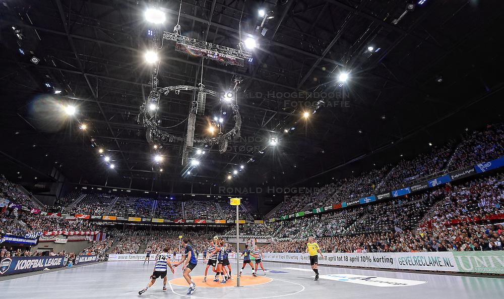 11-04-2015 NED: PKC SWKgroep - TOP Quoratio, Rotterdam<br /> Korfbal Leaguefinale in een volgepakt Ahoy wordt gewonnen door PKC met 22-21 /  Voorafgaand aan de finale speelde Blauw Wit - KZ/Hiltex voor de 3 en 4 plaats.