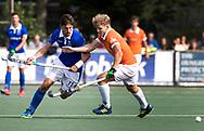 UTRECHT - Bjorn Kellerman (Kampong) met Jasper Brinkman (Bldaal)    tijdens de hockey hoofdklasse competitiewedstrijd heren:  Kampong-Bloemendaal (3-3).    COPYRIGHT KOEN SUYK