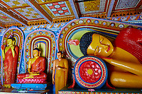 Sri Lanka, province du Centre-Nord, site d'Anuradhapura classé Patrimoine Mondial de l'UNESCO, capitale du Sri Lanka au IIIe siècle avant JC, Isurumuniya Vihara, temple rupestre, statue de Bouddha couché // Sri Lanka, Ceylon, North Central Province, Anuradhapura, historic capital of Sri Lanka, UNESCO World Heritage Site, Isurumuniya Vihara temple, Reclining Buddha