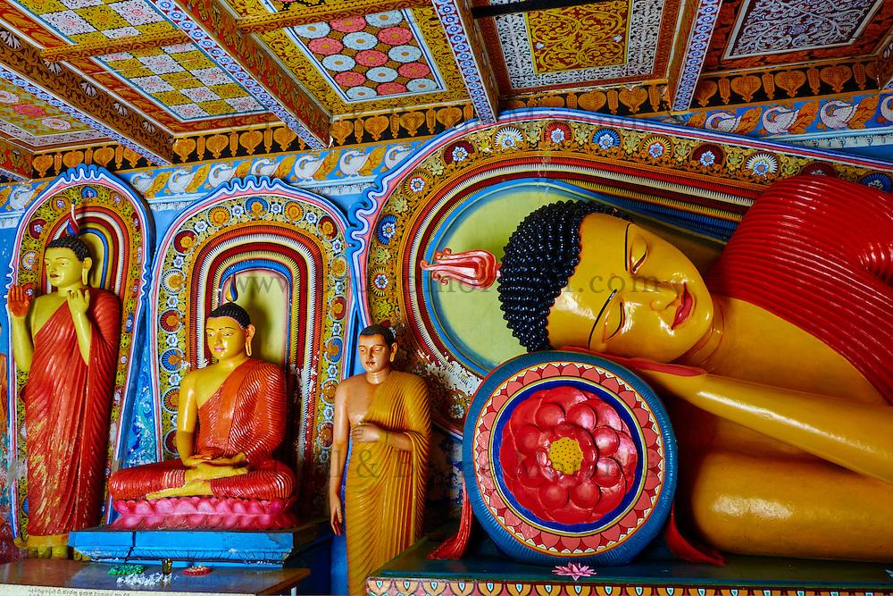 Sri Lanka, province du Centre-Nord, site d'Anuradhapura classé Patrimoine Mondial de l'UNESCO, capitale du Sri Lanka au IIIe siècle avant JC, Isurumuniya Vihara, temple rupestre, statue de Bouddha couché // Sri Lanka, Ceylon, North Central Province, Anuradhapura, historic capital of Sri Lanka, UNESCO World Heritage Site, Isurumuniya Vihara temple, Reclining Buddha