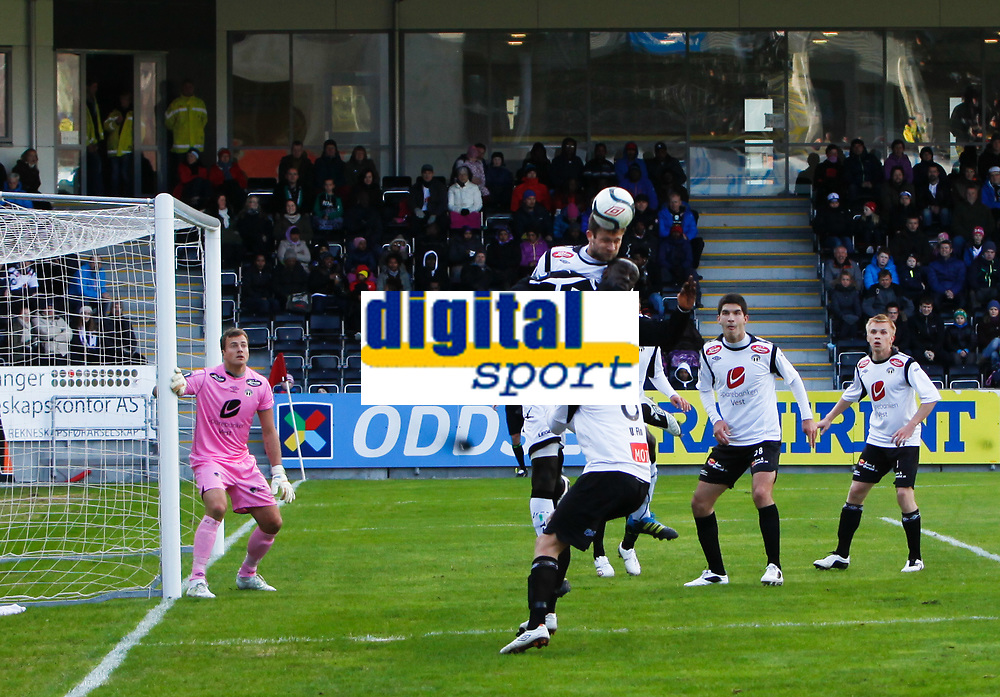 Fotball , 1. april 2012, Tippeligaen Eliteserien , Sogndal - H&oslash;nefoss<br /> (L) 1 Kenneth Udjus, (M) 4 Hannu Patronen, 8 Ulrik Flo, (R.) 28 Jasmin Mecinovic, 2 Taijo Teniste, Sogndal. (M) 21 Remond Macougne Mendy, H&oslash;nefoss<br /> Foto: Christian Blom , Digitalsport