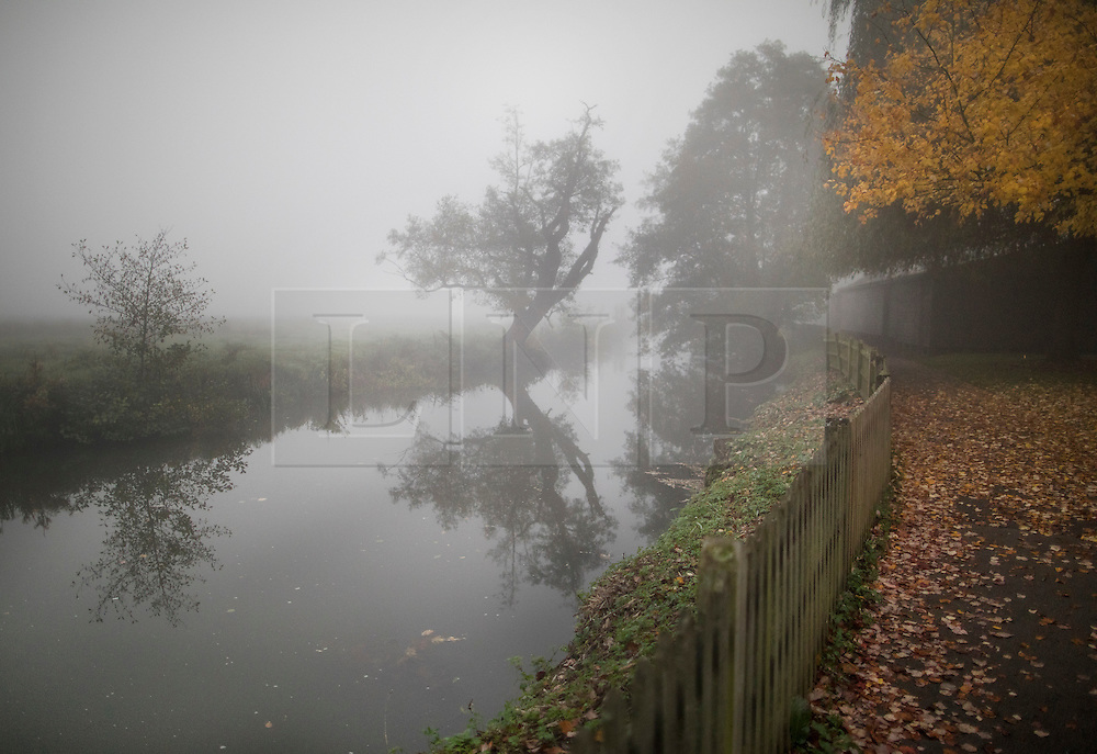 © Licensed to London News Pictures. 31/10/2016. Godalming, UK. Early morning fog swathes the River Wey in Godalming.  Photo credit: Peter Macdiarmid/LNP