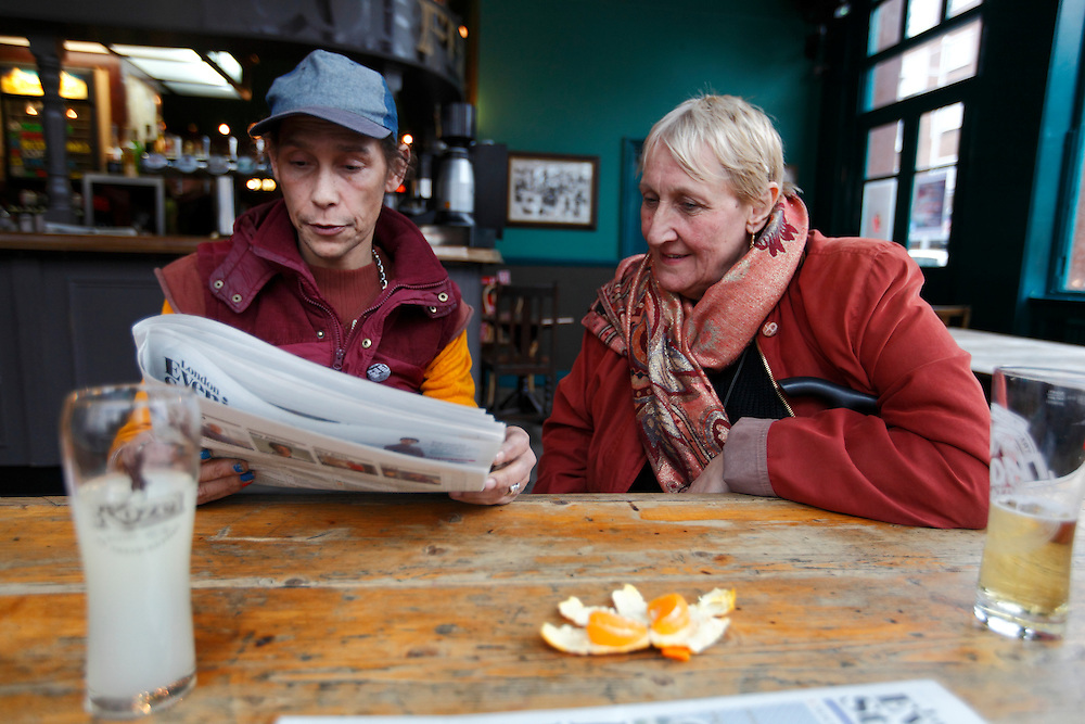 Emile and Sue. The KPH pub. Ladbroke Grove. London.<br /> <br /> Photo: Zute Lightfoot / lightfoot photo.com