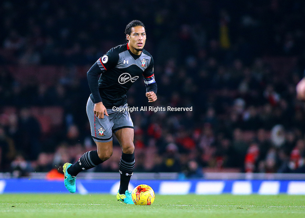 30.11.2016. Emirates Stadium, London, England. EFL Cup Football, Quarter Final. Arsenal versus Southampton. Southampton Defender Virgil van Dijk brings the ball forward