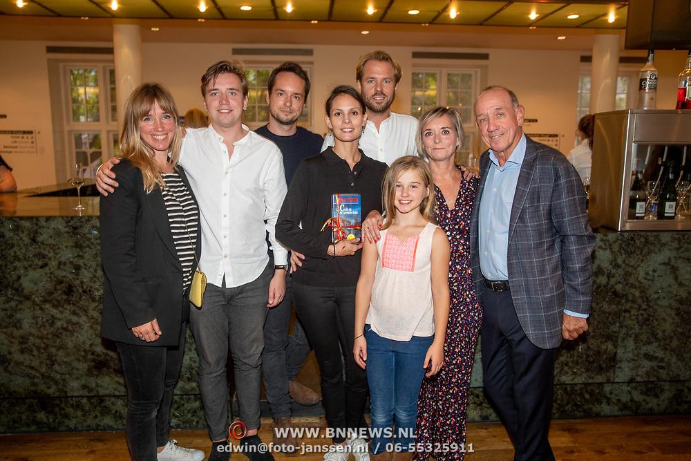 NLD/Amsterdam/20190909 - Boekpresentatie Baantjer, Peter Romer met partner Annet Hock, Igone de Jongh en partner Thijs Romer, kinderen Nieke Romer, en Job